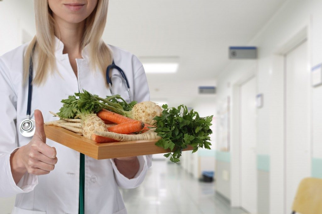 Nutritionist holding healthy food